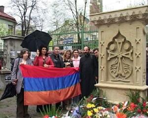 38 - Modlitwa pod Chaczkarem w Krakowie w 90 rocznicę ludobójstwa Ormian w Turcji - kwiecień 2005 r.