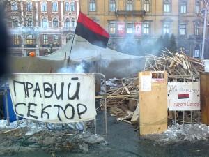 29 - Obóz Prawego Sektora z flagą UPA we Lwowie - luty 2014 r.